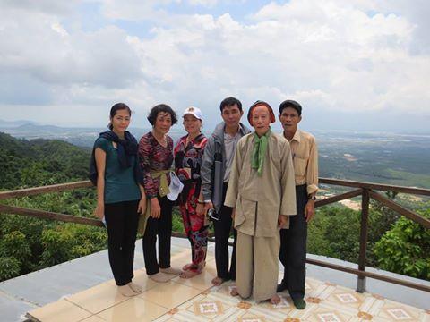 Lưu niệm trên đỉnh Bao Quang cùng Thầy Bạch Vân