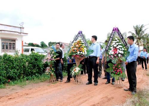 Đoàn viếng tang