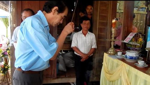 VS Lê Hữu Đức, Chủ tịch Hội Vovinam-Việt Võ Đạo Đăklăk dâng hương